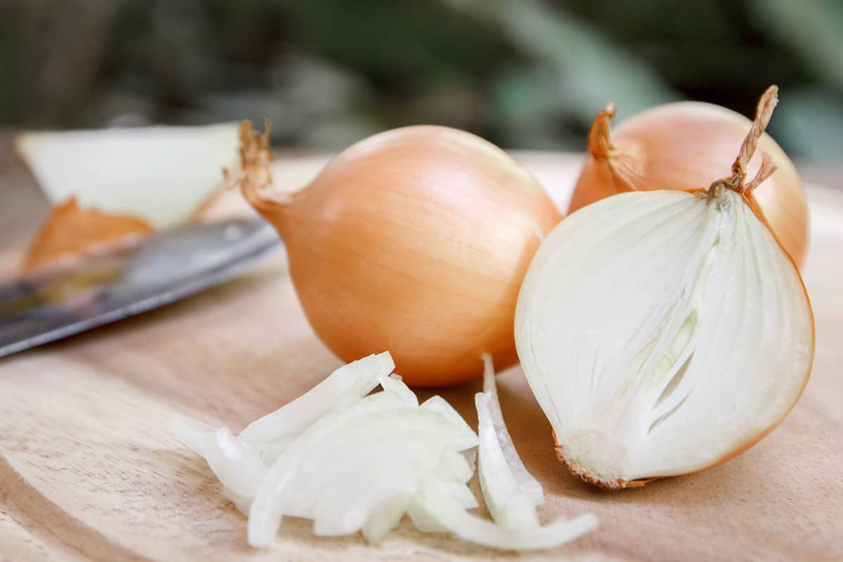 onions, one of the natural remedies for roaches